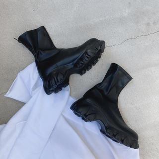 TOGA - フェイクレザーショートブーツ ブラック HELK HARE