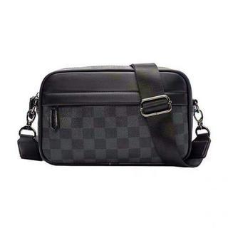 メンズショルダーバッグ◆メッセンジャーバッグ◆◆新品◆黒◆チェック柄上質素材Y