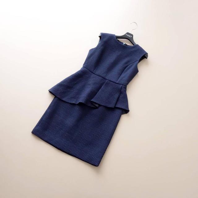 GRACE CONTINENTAL(グレースコンチネンタル)の■グレースコンチネンタル■ 34 紺 青ラメ ななめペプラムワンピース レディースのワンピース(ひざ丈ワンピース)の商品写真