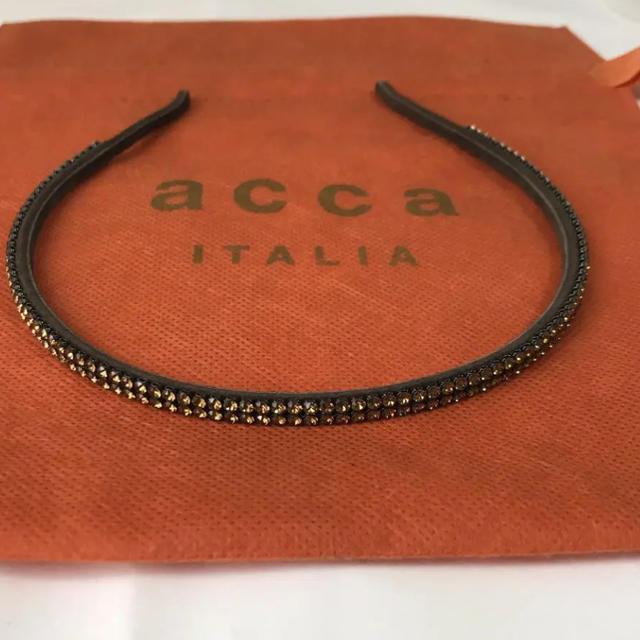acca(アッカ)のacca アッカ 2連ラインストーンカチューシャブラウン レディースのヘアアクセサリー(カチューシャ)の商品写真