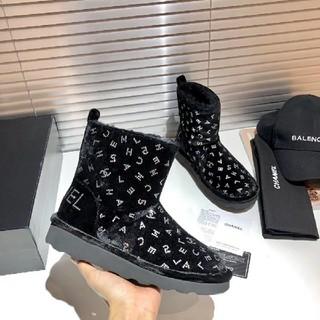 CHANEL - 新品のブーツ