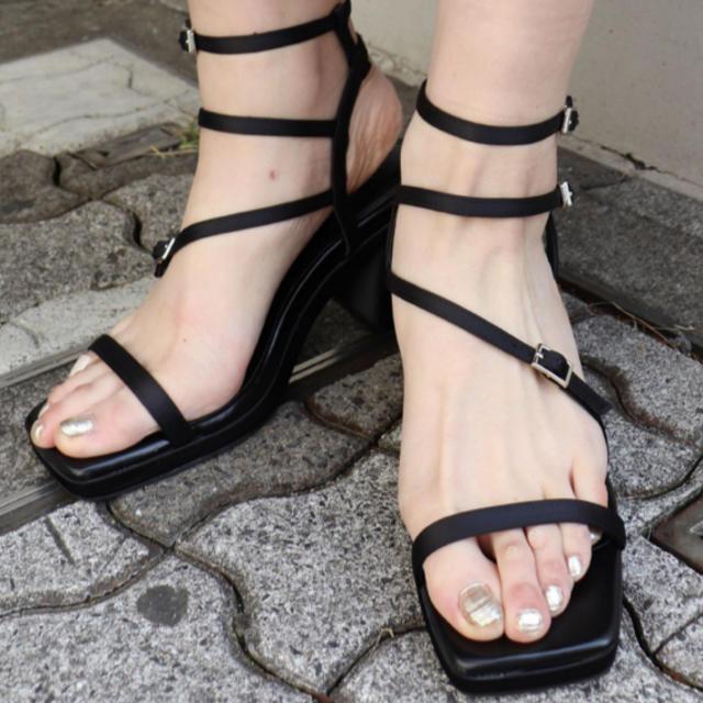 MURUA(ムルーア)のMURUA ストリングサンダル ブラック レディースの靴/シューズ(サンダル)の商品写真