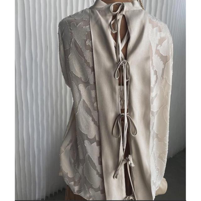 Ameri VINTAGE(アメリヴィンテージ)のHAOKAN BACK RIBBON BLOUSE レディースのトップス(シャツ/ブラウス(長袖/七分))の商品写真