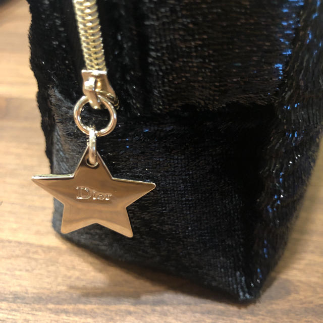 Dior(ディオール)のDior クリスマス ポーチ 黒 ディオール レディースのファッション小物(ポーチ)の商品写真