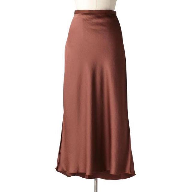 Drawer(ドゥロワー)の【一度着用】即完売 今季 Drawer ドゥロワー サテンフレアロングスカート レディースのスカート(ロングスカート)の商品写真