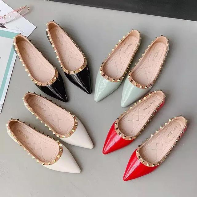 VALENTINO(ヴァレンティノ)のスタッズフラットシューズ レディースの靴/シューズ(バレエシューズ)の商品写真