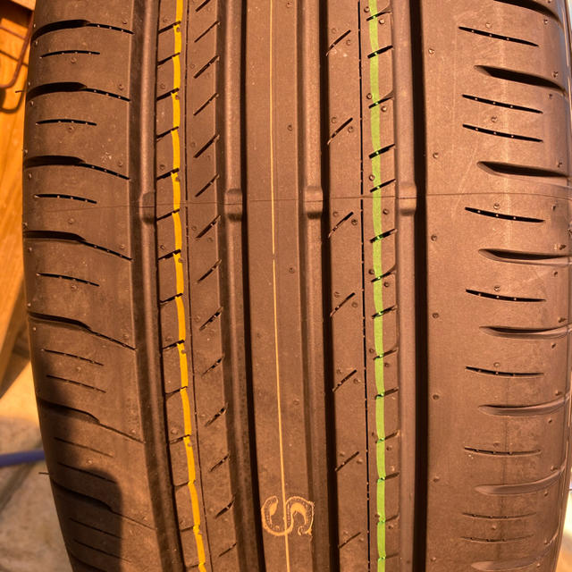 トヨタ(トヨタ)のRAV4純正18インチホイール&タイヤ4本セット 新車外し 自動車/バイクの自動車(タイヤ・ホイールセット)の商品写真