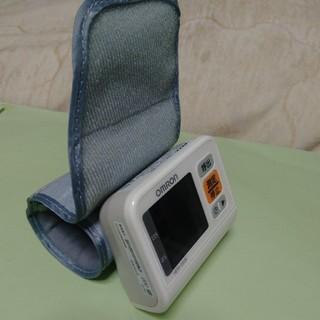 オムロン(OMRON)のオムロンデジタル血圧計(健康/医学)