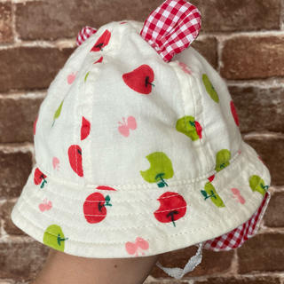 美品42cm★ベビー帽子 りんご ハット(帽子)