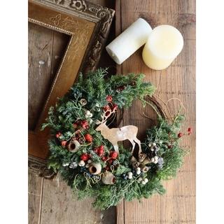 王道クリスマスカラーの三日月リース。クリスマスリース○ドライフラワーリース