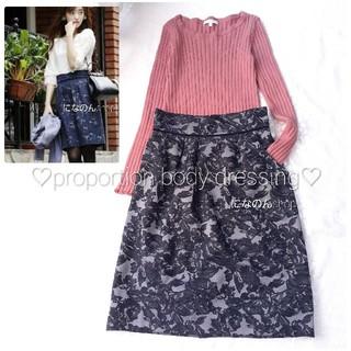 31 Sons de mode - 美品 プロポーションボディドレッシング ジャガード織ネイビーのスカート