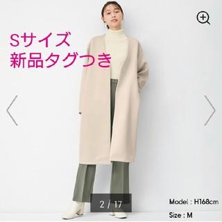 ジーユー(GU)の新品タグつき☆GU ダブルフェイスノーカラーコート ナチュラル S(ロングコート)