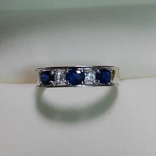 K18WG ブルー&ホワイトサファイアの一文字リング(リング(指輪))