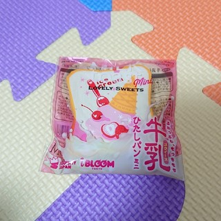 ブルーム(BLOOM)の新品♪牛乳ひたしパン ミニ スクイーズ アイスクリーム(その他)