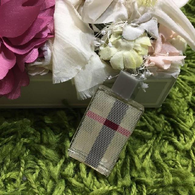 BURBERRY(バーバリー)のburberryバーバリー ウーマン ミニ香水 ほぼ未使用 コスメ/美容の香水(香水(女性用))の商品写真