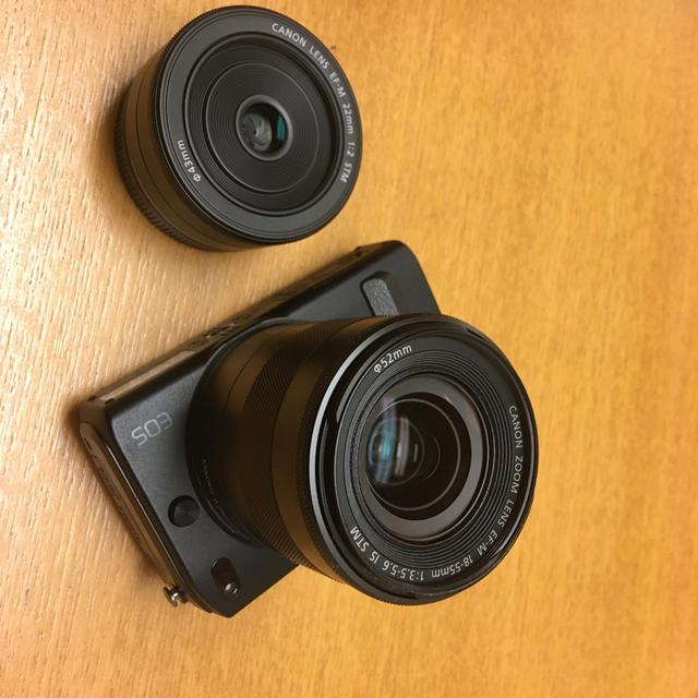 Canon(キヤノン)のキャノン 一眼レフ カメラ Canon EOS M ダブルレンズ セット スマホ/家電/カメラのカメラ(デジタル一眼)の商品写真