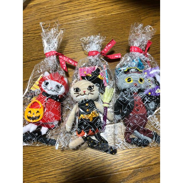 KALDI(カルディ)のお値下げ!カルディハロウィン2020 くたくたネコちゃん3匹セット エンタメ/ホビーのおもちゃ/ぬいぐるみ(ぬいぐるみ)の商品写真