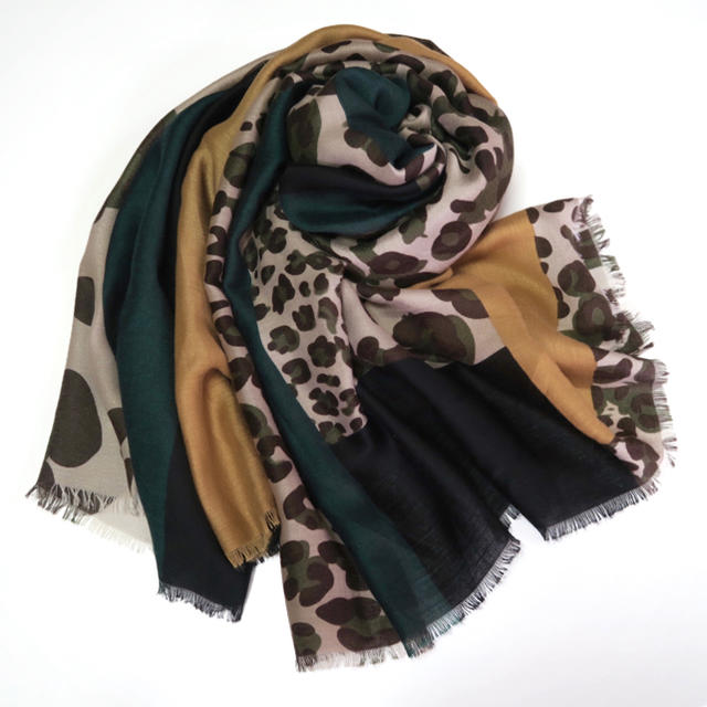 TOMORROWLAND(トゥモローランド)の《送料込》大判ストール グリーン レオパード柄 インポート 秋色 レディースのファッション小物(ストール/パシュミナ)の商品写真
