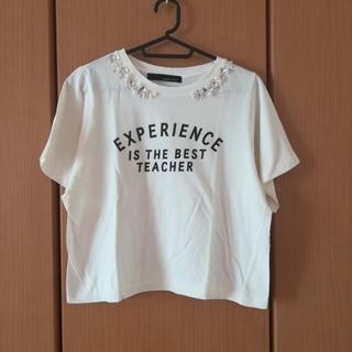 ミスティウーマン(mysty woman)のビジュー付き白Tシャツ(Tシャツ(半袖/袖なし))