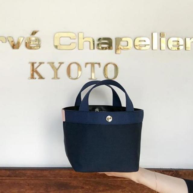 Herve Chapelier(エルベシャプリエ)の【限定カラー】エルベシャプリエ 701CD ネイビー×ネイビー×ドラジェ レディースのバッグ(トートバッグ)の商品写真