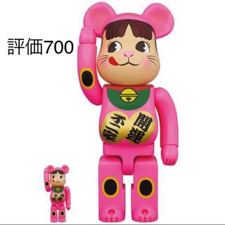 フジヤ(不二家)のBE@RBRICK 招き猫 ペコちゃん 蛍光ピンク 100% & 400%(キャラクターグッズ)