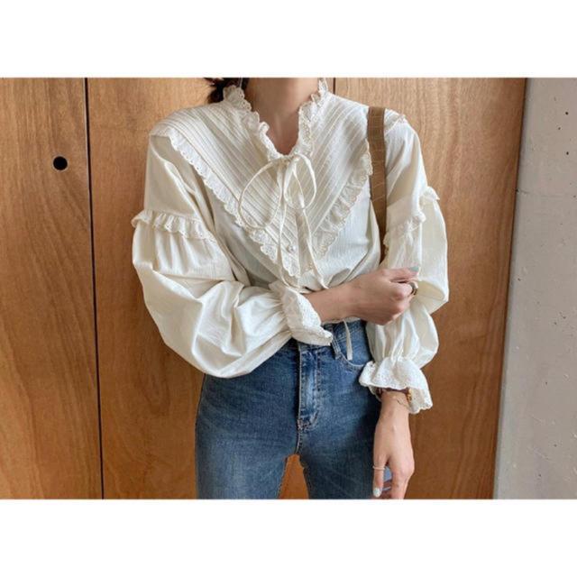 who's who Chico(フーズフーチコ)のシャツ ブラウス リボン フリル レディースのトップス(シャツ/ブラウス(長袖/七分))の商品写真