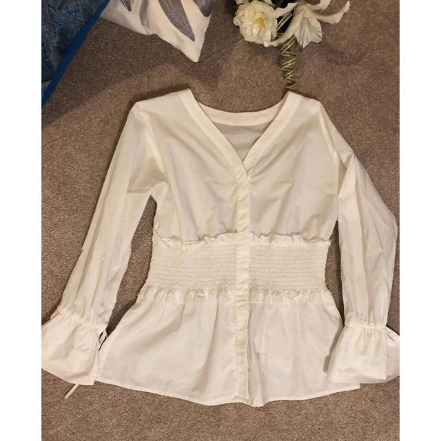 Mila Owen(ミラオーウェン)のミラオーウェン  シャーリング シャツ 白 ホワイト マイストラーダ レディースのトップス(シャツ/ブラウス(長袖/七分))の商品写真
