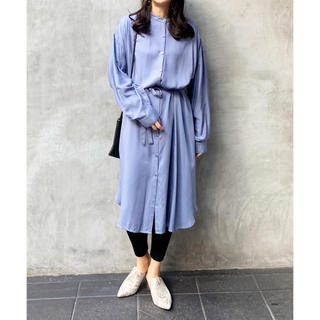 IENA - 【新品タグ付き】 2020新作 レーヨンバンドカラーシャツワンピース【ブルー】