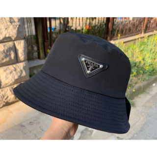 PRADA - 大人気 新品prada 黒い 帽子