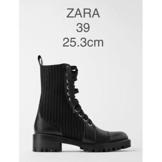 ザラ(ZARA)の【新品・未使用】ZARA コンビ素材 ローヒール アンクルブーツ(ブーツ)