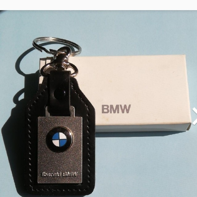 BMW(ビーエムダブリュー)の★最終値下げ★新品未使用☆BMWキーホルダー(カスタマーサポートTELNO入り) 自動車/バイクの自動車(車外アクセサリ)の商品写真