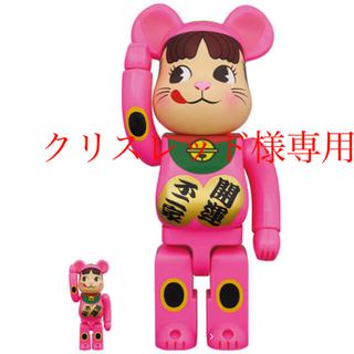 メディコムトイ(MEDICOM TOY)のBE@RBRICK 招き猫 ペコちゃん 蛍光ピンク 100% & 400%(フィギュア)