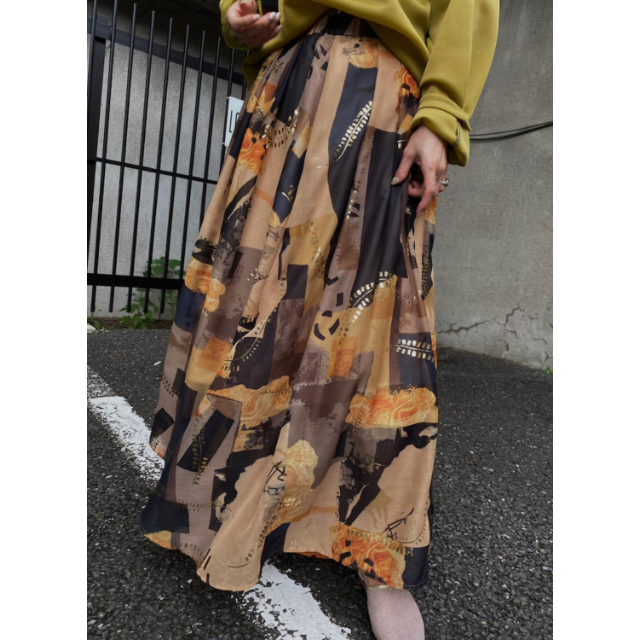 Ameri VINTAGE(アメリヴィンテージ)のAmeri EMILIE TUCK FLARED SKIRT アメリ 20AW レディースのスカート(ロングスカート)の商品写真