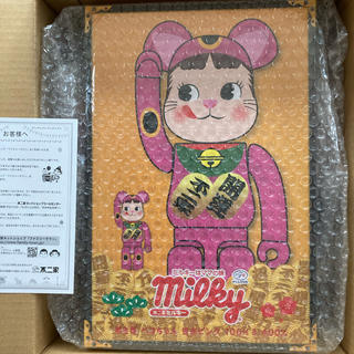 フジヤ(不二家)のBE@RBRICK招き猫ペコちゃん蛍光ピンク   100% & 400%(その他)
