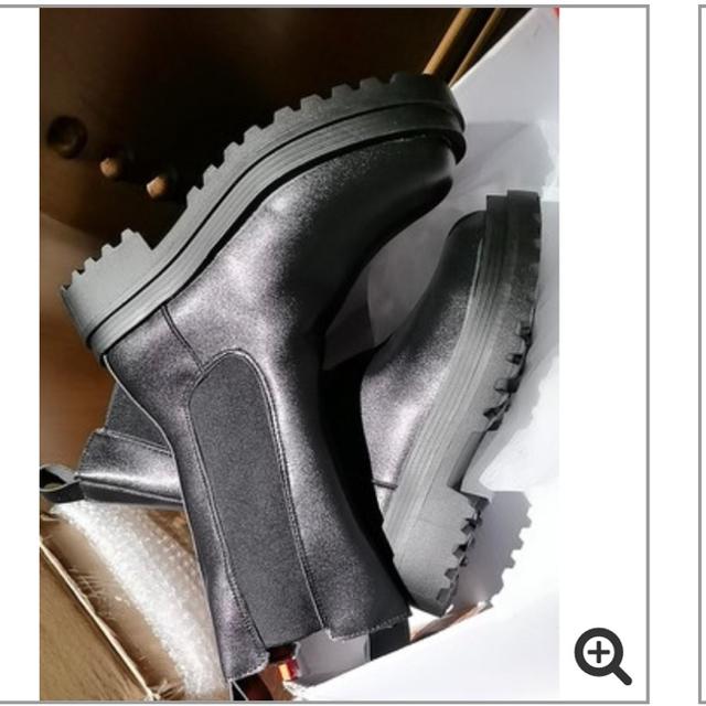 ZARA(ザラ)の即購入ok チェルシー サイドゴア ブーツ トラックソール zara loewe レディースの靴/シューズ(ブーツ)の商品写真