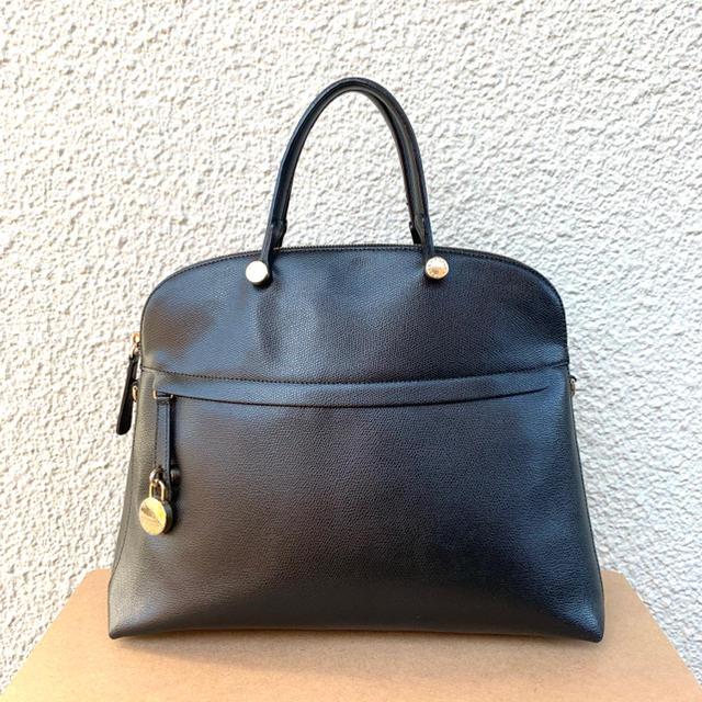 Furla(フルラ)のmaa様専用ブラックLサイズ正規品フルラ大人気パイパー レディースのバッグ(ハンドバッグ)の商品写真