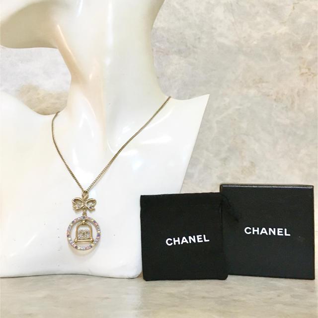 CHANEL(シャネル)の正規品 シャネル ネックレス ココマーク リボン マルチカラー 金 スイング  レディースのアクセサリー(ネックレス)の商品写真