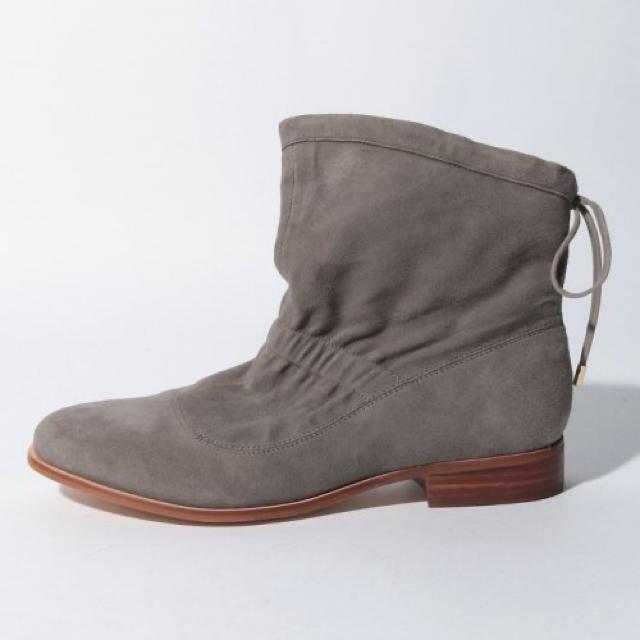 Clarks(クラークス)の新品✨定価28600円 お洒落ではきやすい本革ブーツ Clarks 22cm レディースの靴/シューズ(ブーツ)の商品写真