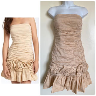 ビーシービージーマックスアズリア(BCBGMAXAZRIA)のBCBG taffeta rosette シャンパン ドレス(ミディアムドレス)