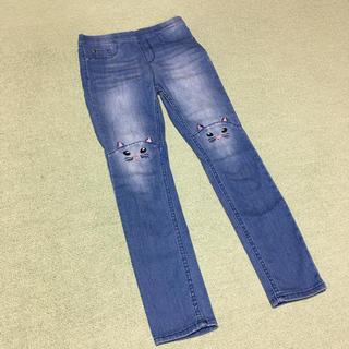 エイチアンドエム(H&M)のH&M ひざににネコちゃんデニムレギンスパンツ/140(パンツ/スパッツ)