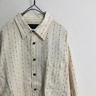 古着系レトロな柄シャツ