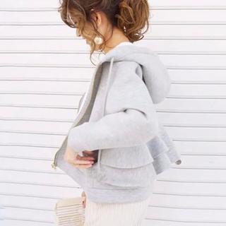 最新作⭐︎裾フリル パーカー ジップ ボリューム レース ライトグレー シンプル(パーカー)