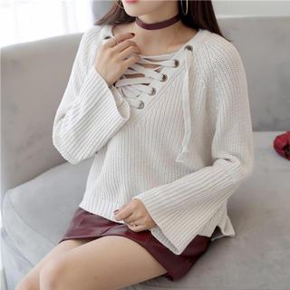 リリーブラウン(Lily Brown)のデコルテクロスデザインセーター(ホワイト)(ニット/セーター)