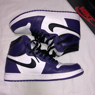 NIKE - AIR JORDAN 1 RETRO HIGH OG court purple