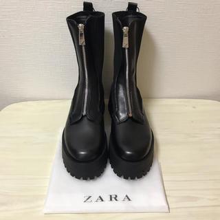 ザラ(ZARA)のZARA ジッパー付きフラットソックスアンクルブーツ(ブーツ)
