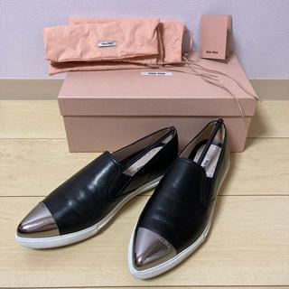 ミュウミュウ(miumiu)のミュウミュウ スリッポン 24.5 革靴 (スリッポン/モカシン)
