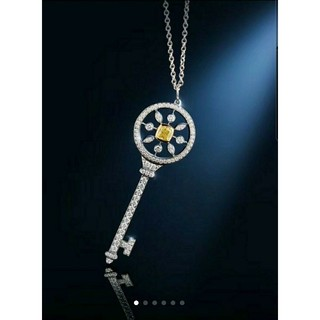 大きいキラキライエローダイヤモンド鍵ネックレス