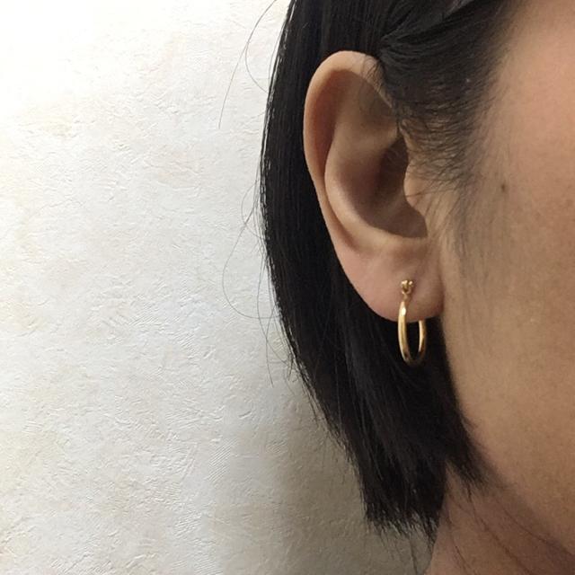即購入OK☆送料込☆ゴールド16mm☆チタンフープピアス☆2個1ペア☆男女兼用 メンズのアクセサリー(ピアス(両耳用))の商品写真