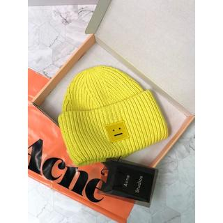 アクネ(ACNE)のAcne  黄色い笑顔のニット帽(ニット帽/ビーニー)