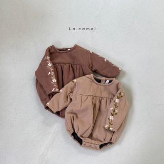 【即納】lacamel  ラテ刺繍 ロンパース(ロンパース)